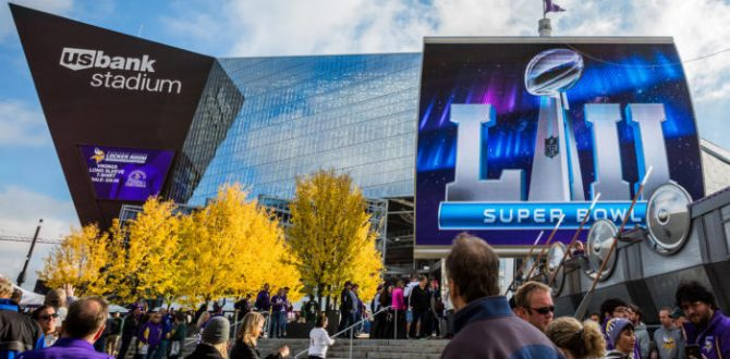 2017 1015 packers home sponsorship 0029 100747071 large 670x330 - Best Super Bowl TV deals: Upgrade your set for cheap