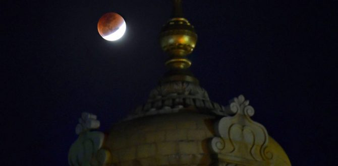 super blue blood moon in Bengaluru 670x330 - Bengaluru Rejoices Super Blue Blood Moon as Thousands Flock to Catch a Glimpse