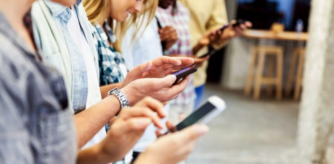 mobile AFP 670x330 - Almost 70 Percent Teenagers Want to Curb Smartphone Use